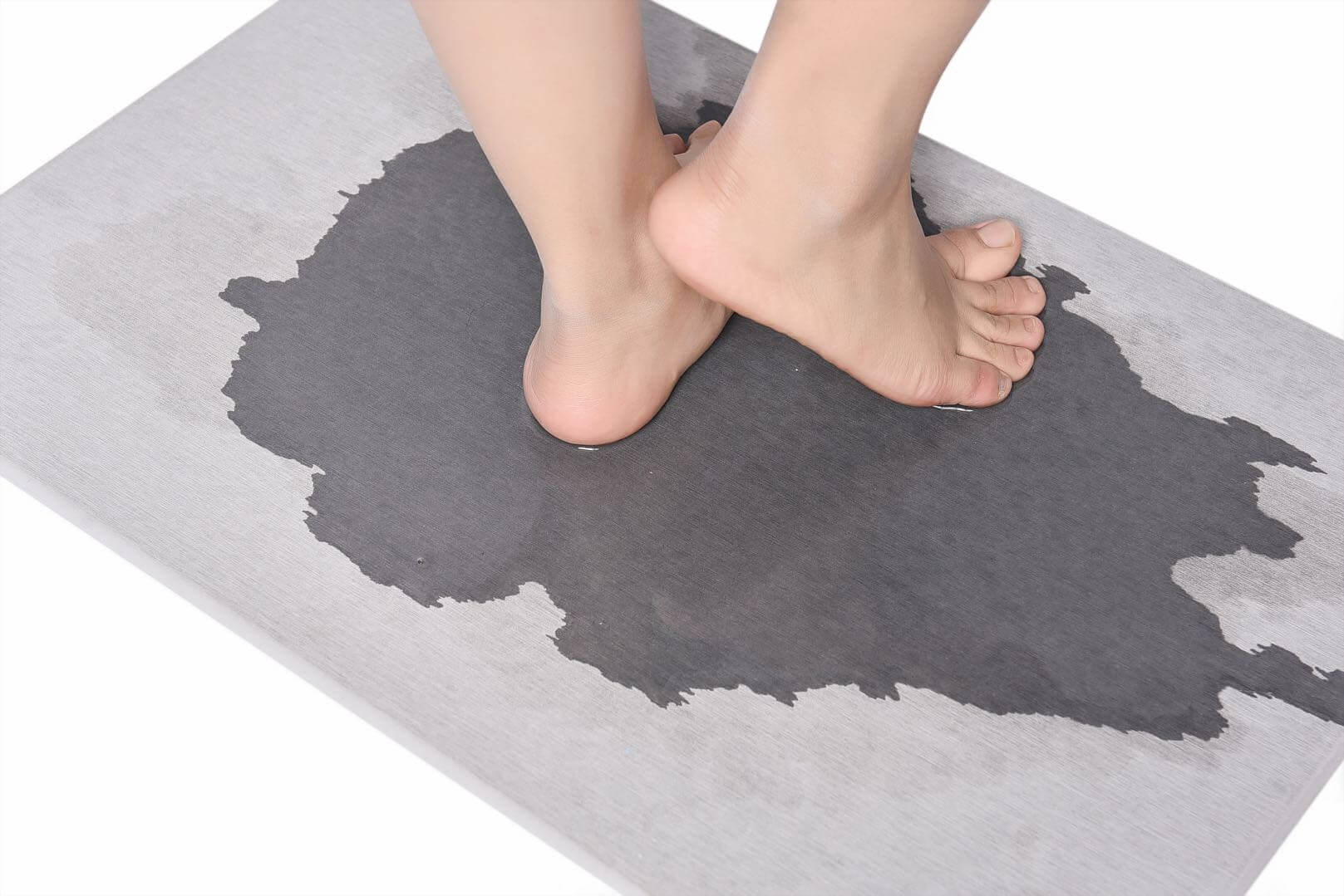 Diatomite Bath Mat Stepping on moment